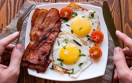 Jajka z boczkiem